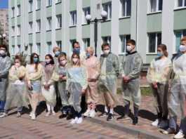 7 днів не виходячи із лікарні: 14 медиків, які лікували хворих на COVID-19 закарпатців, здали зміну (фото)