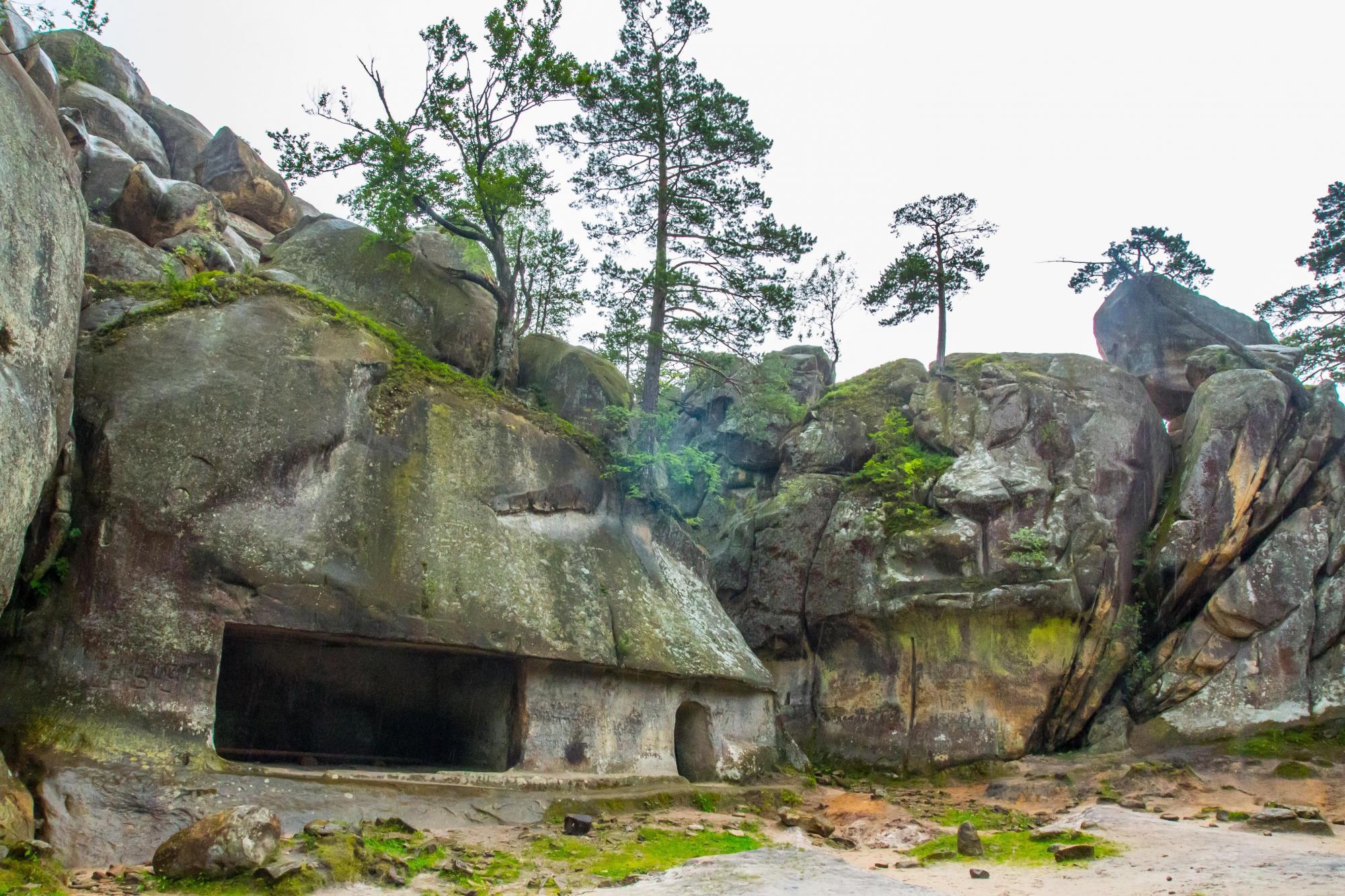 Скелі Довбуша: як цікаво провести вікенд на Прикарпатті