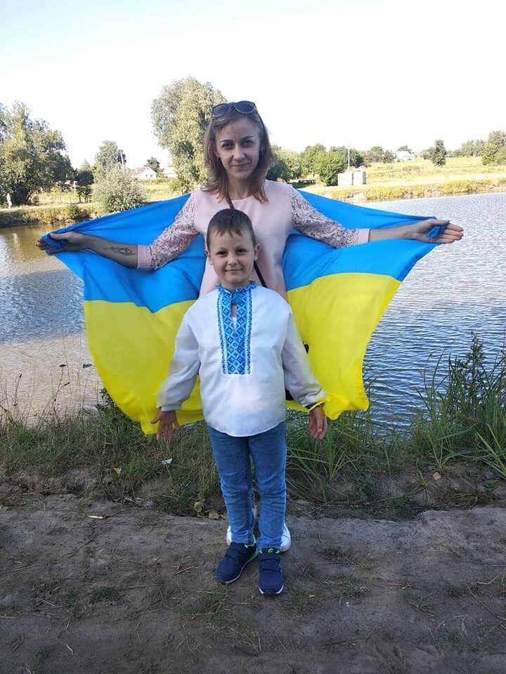 Ірина Свищ із сином-першокласником Артемом.