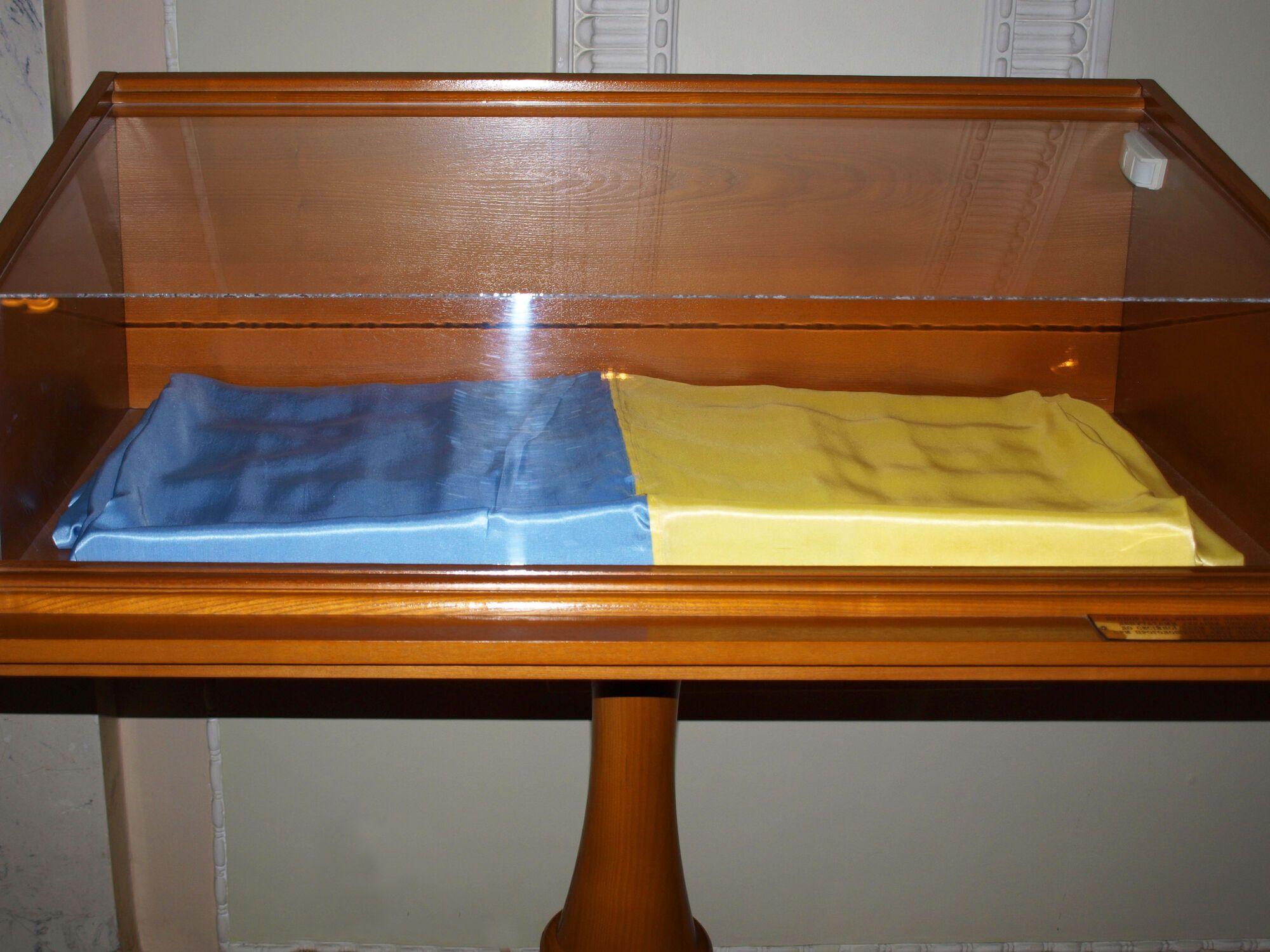 Прапор України, який внесли до сесійної зали Верховної Ради 24 серпня 1991 року